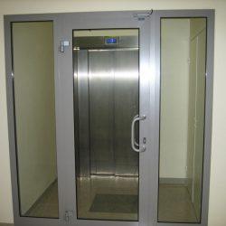 теплые алюминиевые распашные двери