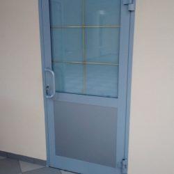 производство теплых распашных дверей